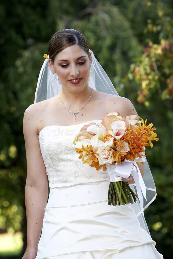 Novia y ramo - serie de la boda foto de archivo libre de regalías