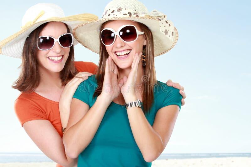 Novias atractivas jovenes en el día de verano foto de archivo libre de regalías