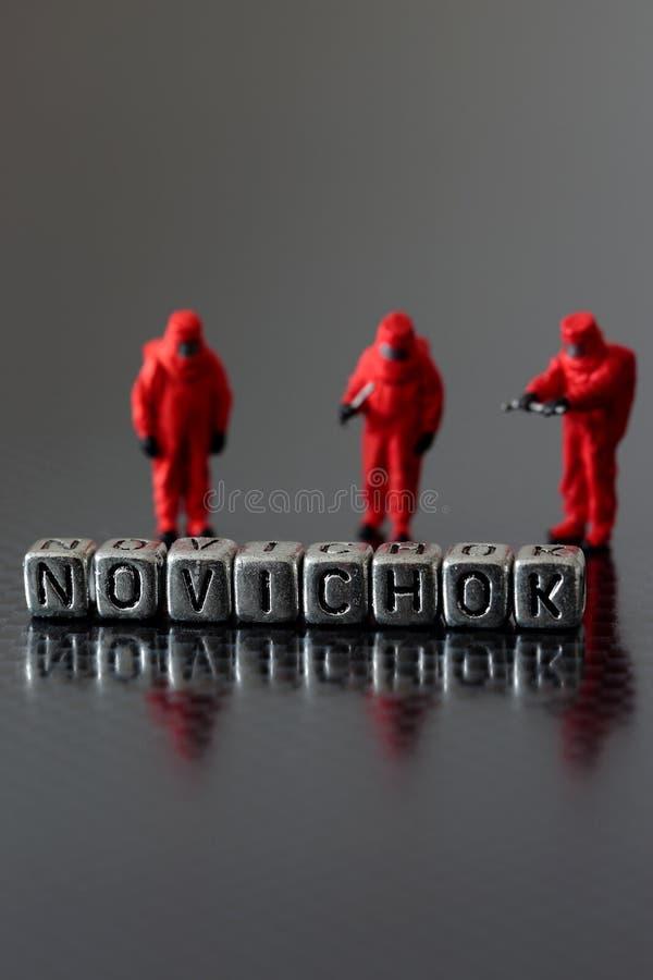 Novichok sur des perles avec une équipe chimique miniature photos libres de droits