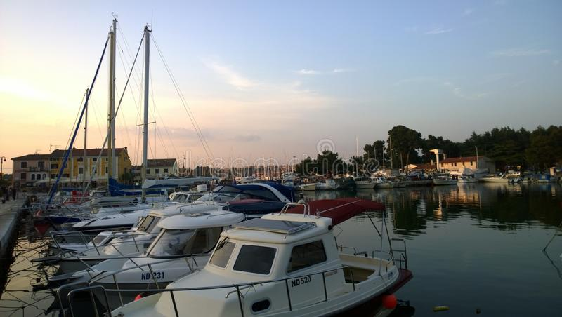 Novigrad日落的` s小游艇船坞 库存图片