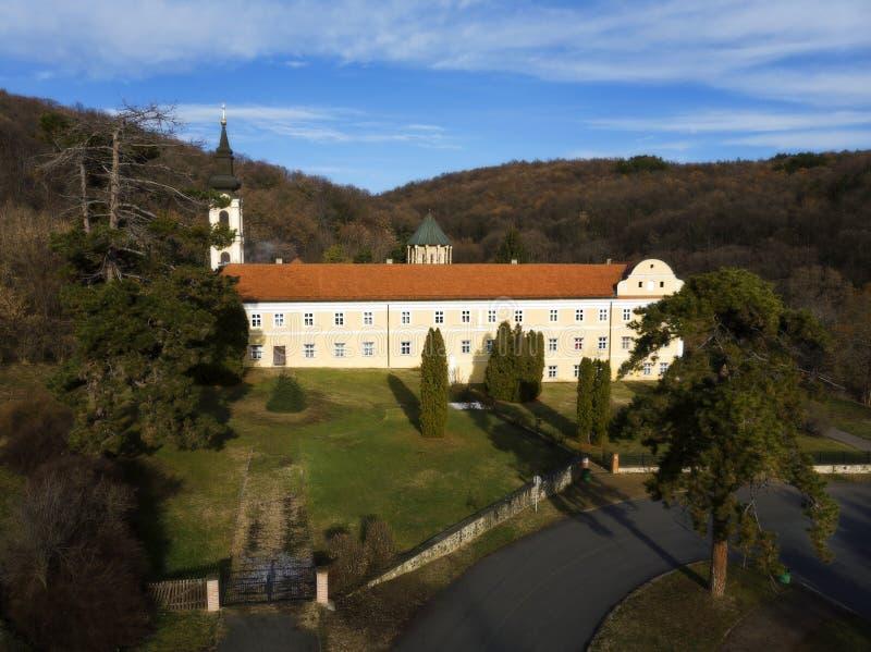 Novo Hopovo Monastery nära Irig, Serbien fotografering för bildbyråer