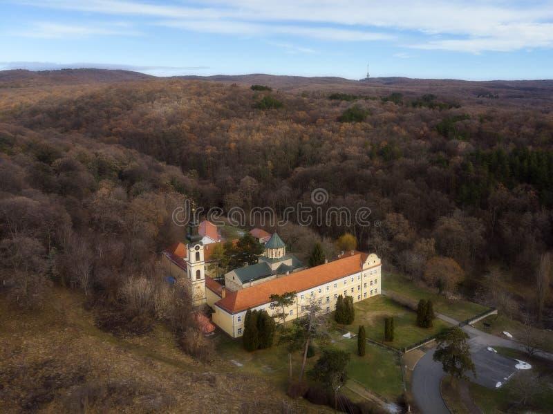 Novo Hopovo Monastery nära Irig, Serbien arkivbilder