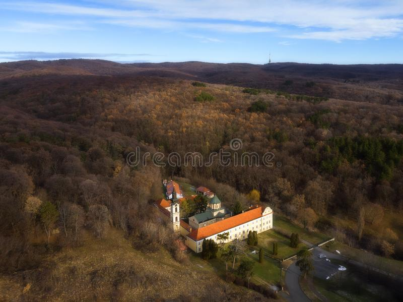 Novo Hopovo Monastery nära Irig, Serbien arkivfoton