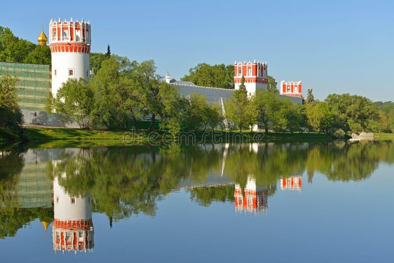 Novodevichy klasztor, także znać jako Bogoroditse-Smolensky monaster 1524 moscow Ściana i góruje zdjęcia stock
