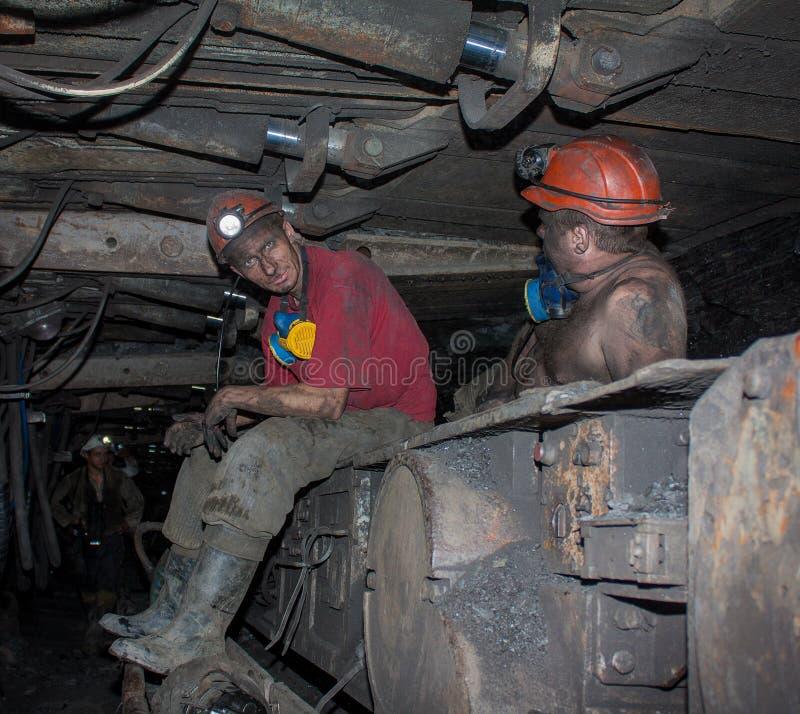 Novogrodovka Ukraina, Styczeń, -, 18, 2013: Górnicy w minucie fotografia stock
