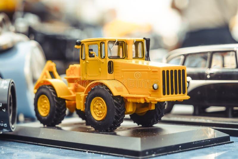 Novokuzneck Ryssland - 07 07 2018: leksakbilar på utställningen royaltyfri foto