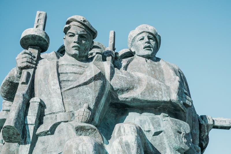 NOVOROSSIJSK, RUSSIA, il 9 febbraio 2016: Soldati del memoriale immagini stock