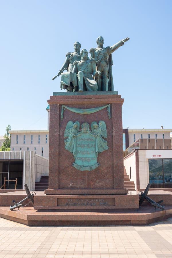 Novorossiysk, Rosja - mogą 3, 2018: Zabytek zakłada ojcowie Novorossiysk Raevsky, Lazarev, Serebryakov od wdzięcznego N fotografia royalty free