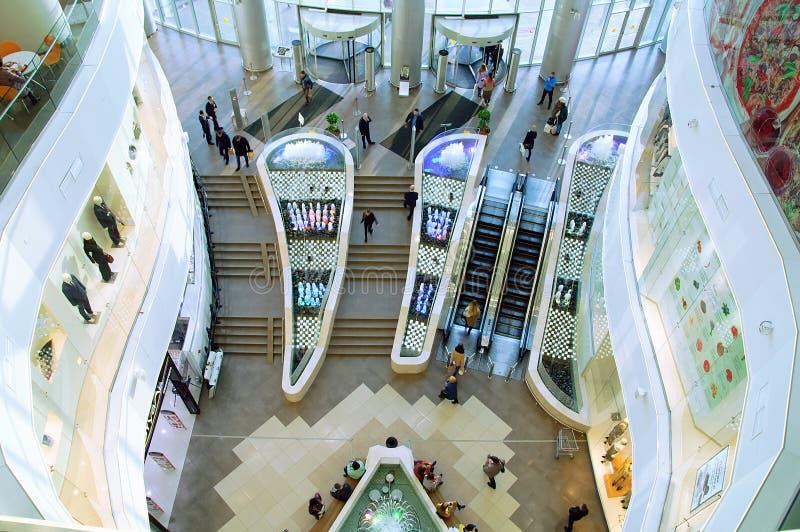 Novosibirsk 10-14 -2018 O interior e as janelas da grande loja Vista de acima fotos de stock royalty free