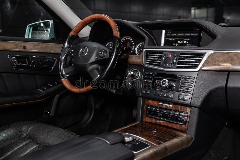 Novosibirsk Rosja, Luty, - 01, 2019: Mercedes-Benz klasa E 350 4MATIC zdjęcia stock