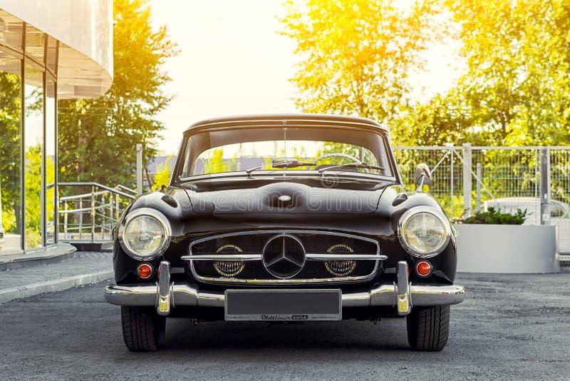 Novosibirsk, Rusia - 16 de junio de 2017: Mercedes-Benz 190 sl fotos de archivo libres de regalías