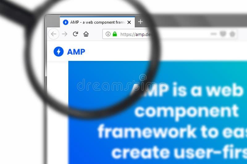 Novosibirsk, Rusia - 15 de junio de 2019 - editorial ilustrativo del homepage de la página web del amperio Logotipo del amperio v fotografía de archivo libre de regalías