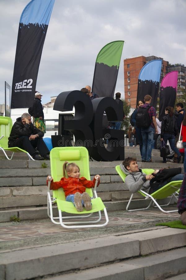 Novosibirsk, Rusland - 22 augustus 2015: ChestFest - Dag van de staatsvlag van de Russische Federatie: festivals, volksfestivals, stock fotografie