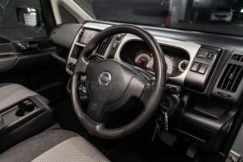 Novosibirsk, Rusland Jule 8, 2019: Nissan Serena stock foto's