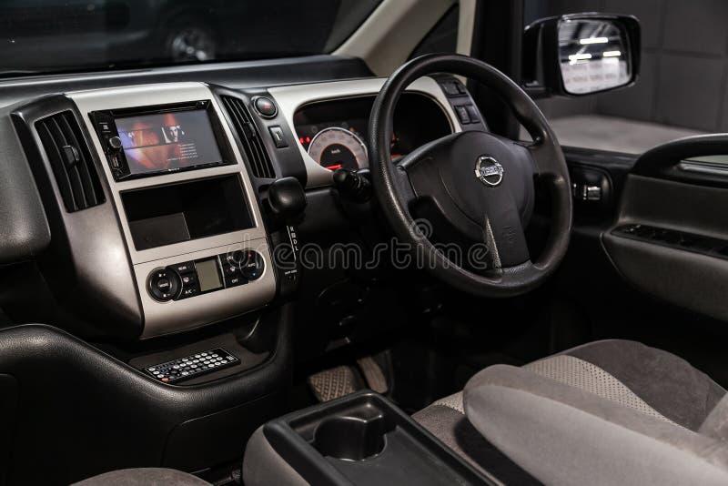 Novosibirsk, Rusland Jule 8, 2019: Nissan Serena royalty-vrije stock afbeeldingen