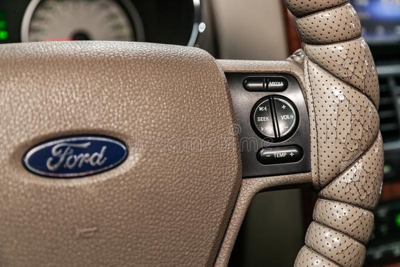 Novosibirsk, Rusland - Mei 20, 2019: Ford Explorer stock afbeelding