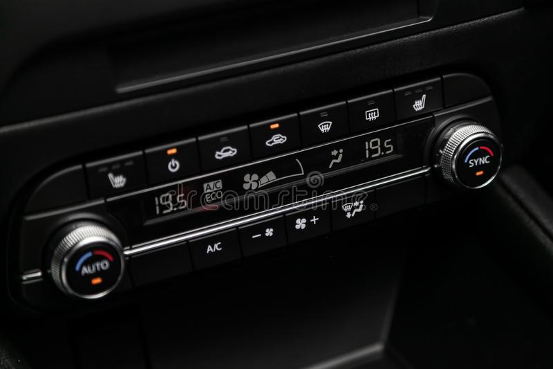 Novosibirsk, Russia – 30 giugno 2019: Mazda blu CX-5 fotografia stock