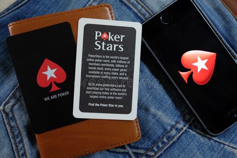NOVOSIBIRSK RYSSLAND - DECEMBER 13, 2016: Logoen Pokerstars i iphonen Apple arkivbilder