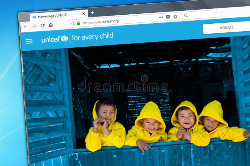 Novosibirsk Ryssland - Maj 18, 2018 - homepagen av den officiella websiten för UNICEF - Förenta Nationernabarns fond på dina royaltyfria foton