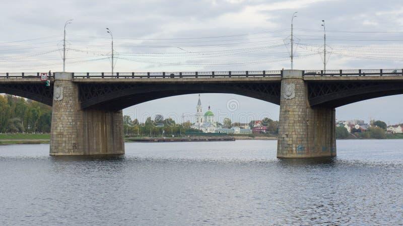 Novovolzhsky桥梁和凯瑟琳` s女修道院 库存照片