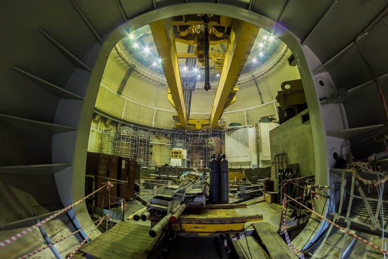 Novovoronezh, Ρωσία - 29 Οκτωβρίου 2014: Η πύλη μεταφορών σε έναν πυρηνικό αντιδραστήρα για την αντικατάσταση των πυρηνικών καυσί στοκ εικόνα με δικαίωμα ελεύθερης χρήσης