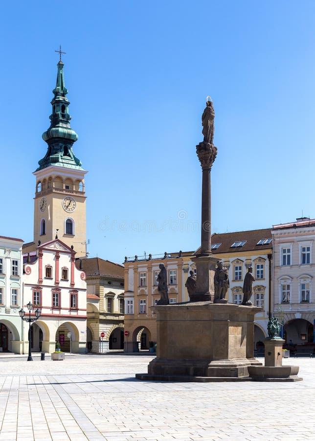 Novy Jicin, чехия Старые рынок и церковь quare стоковое изображение rf