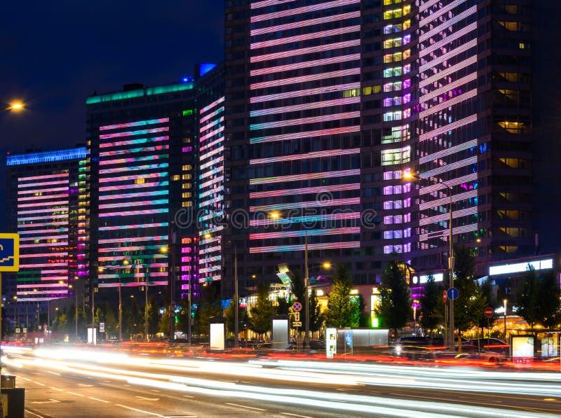 Nowa Arbat ulica w Moskwa, Rosja przy nocą, popularny punkt zwrotny zdjęcie royalty free