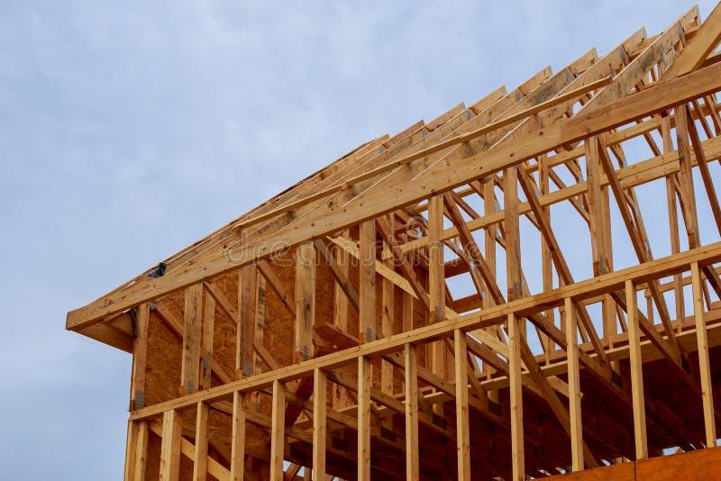 Nowa budowa dom Obramiał nową budowę Domowy budynek obrazy stock