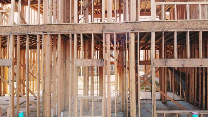 Nowa budowa dom Obramiał nową budowę Domowy budynek up ziemia obrazy royalty free