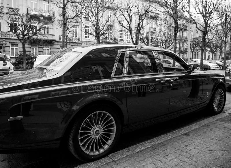 Nowa Luksusowa Rolls-Royce Phantom limuzyna na ulicach frank obraz royalty free