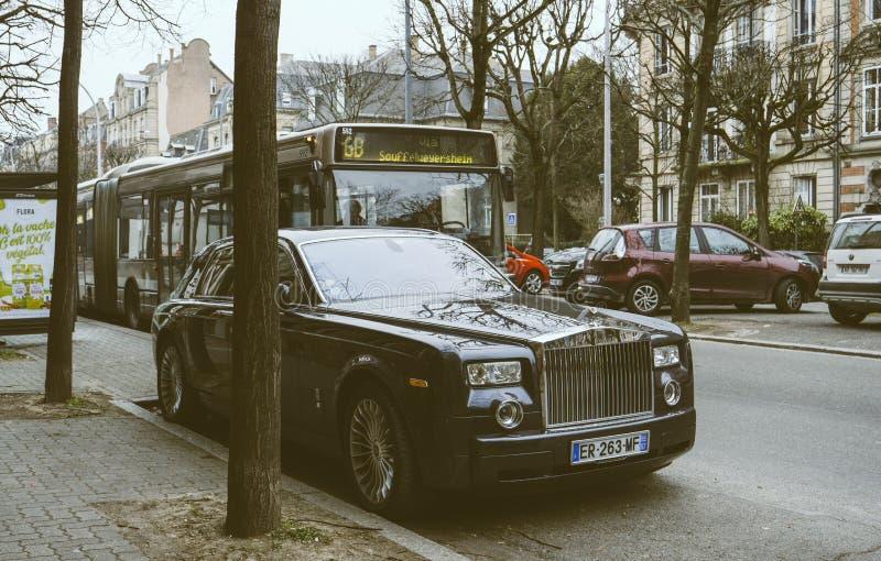Nowa Luksusowa Rolls-Royce Phantom limuzyna na ulicach frank obrazy stock