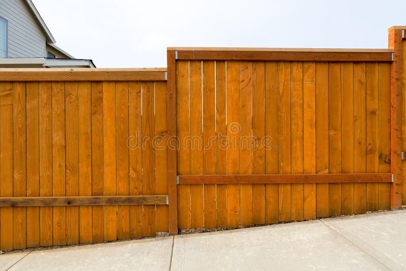 Nowa ogrodowa podwórka drewna ogrodzenia budowa fotografia stock