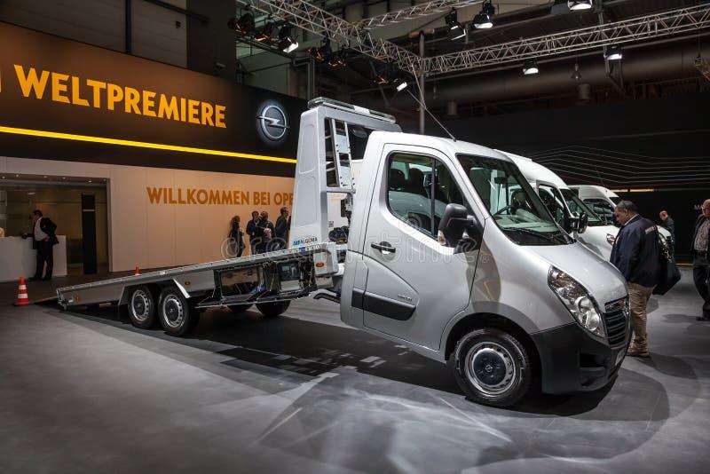 Nowa Opel Movano holownicza ciężarówka obrazy stock