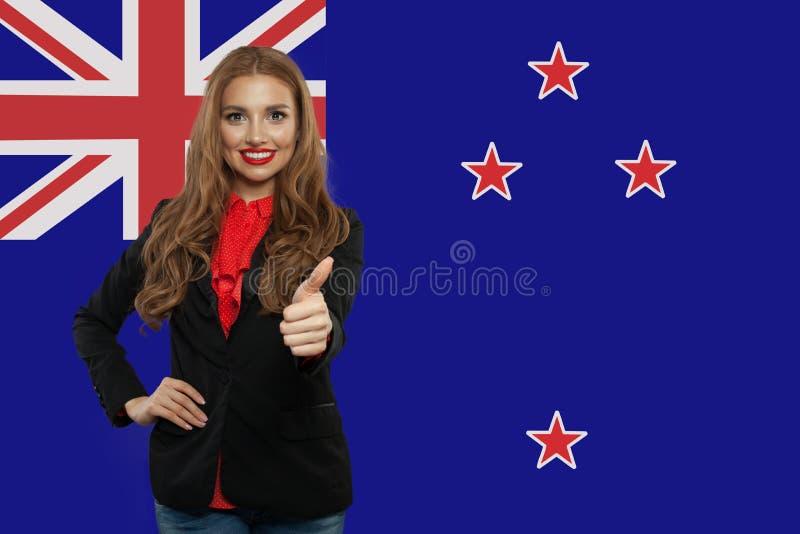 nowa podr?? Zealand Szczęśliwy śliczny dziewczyna uczeń z Nowa Zelandia obraz royalty free