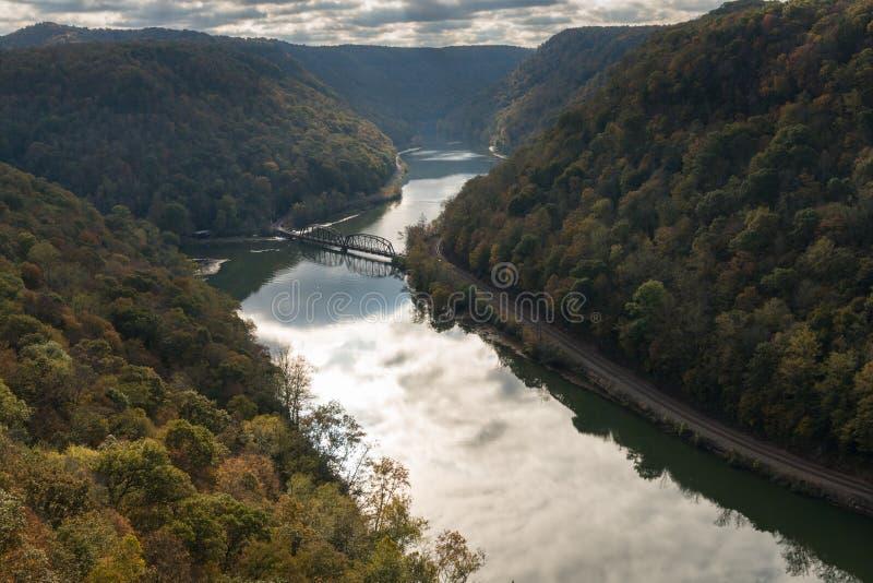 Nowa rzeka od jastrzębia gniazdeczka Przegapia obraz stock