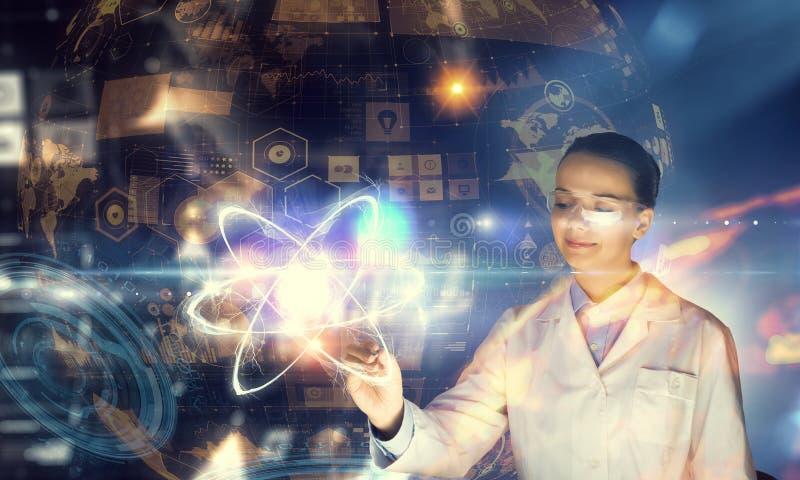 Nowatorskie technologie w nauce i medycynie Mieszani środki zdjęcia royalty free