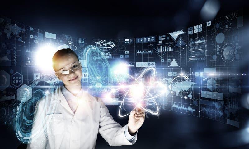 Nowatorskie technologie w nauce i medycynie Mieszani środki zdjęcie royalty free