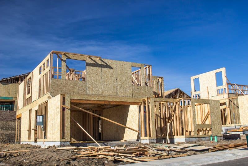 Nowe Budownictwo Mieszkaniowe rozwój W budowy otoczki scenie obraz stock