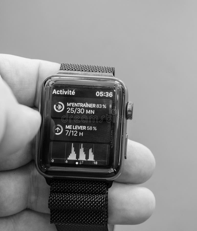 Nowe Jabłczane zegarek serie 3 aktywność i budzik obraz royalty free