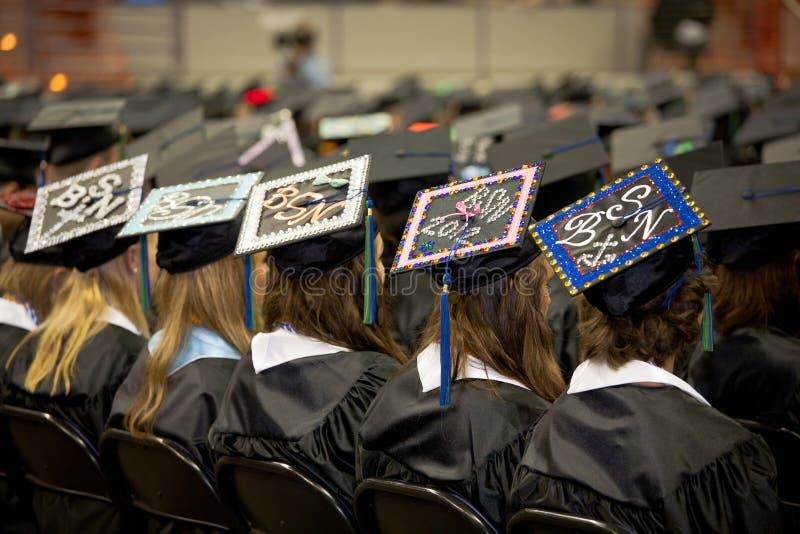 Nowe Pielęgniarki: Z BSN Stopniami uniwersyteccy Absolwenci obraz royalty free
