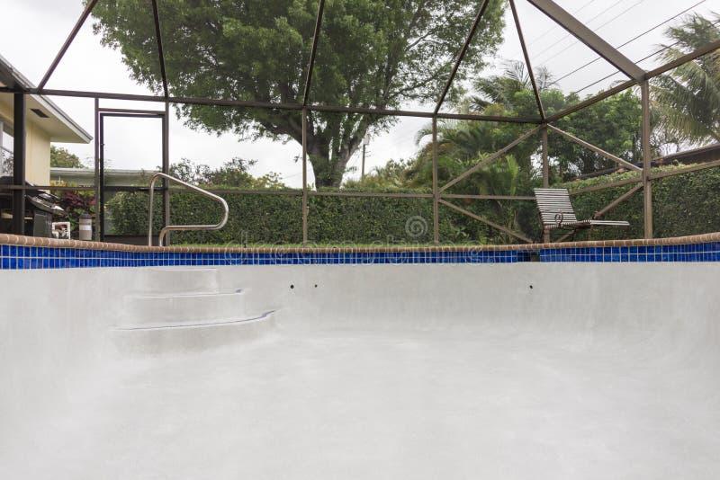 Nowego basenu schodowy szczegół fotografia stock