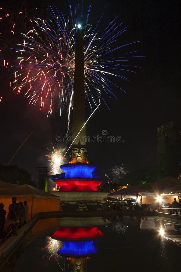 Nowego roku świętowanie z fajerwerkami w Altamira kwadracie Altamira placu lub, placów frans Caracas Wenezuela zdjęcie stock