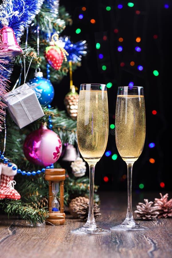 Nowego Roku życie z szkłami szampan Wieśniaka styl obraz stock