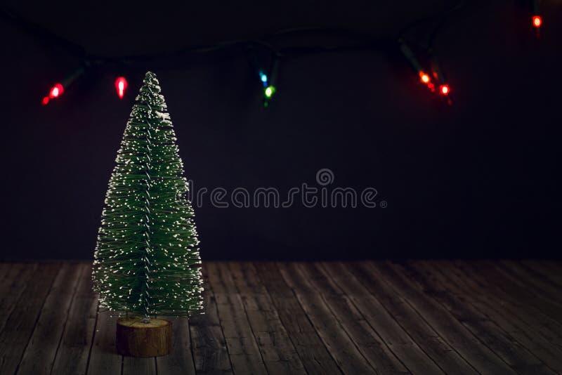 Nowego Roku drzewo na ciemnym tle obraz royalty free
