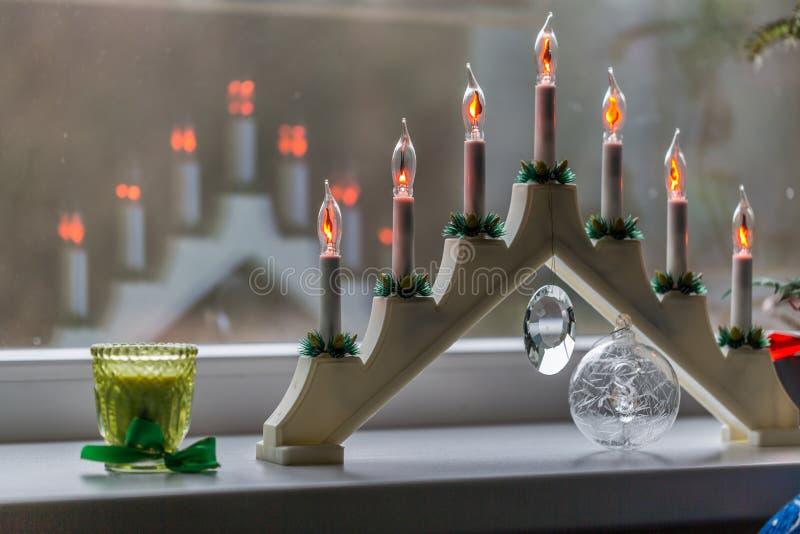 Nowego Roku ` s elektryczne świeczki na nadokiennym parapecie obrazy royalty free