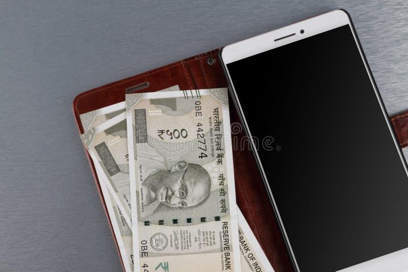 Nowej Indiańskiej rupii 500 waluty Nutowa i Mobilna bankowość zdjęcie royalty free