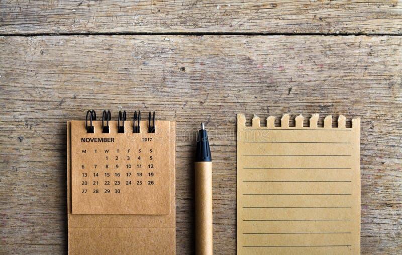 nowenna Kalendarzowy prześcieradło na drewnianym tle zdjęcia royalty free