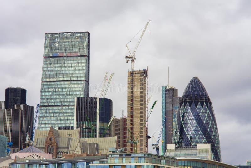 Nowi budynki w Londyńskim mieście budowa ustanowione cegieł na zewnątrz miejsca zdjęcia stock