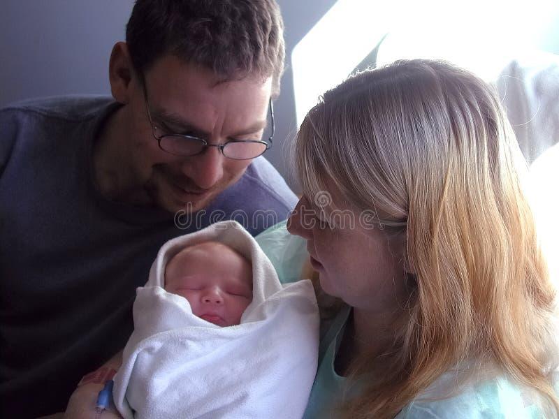Download Nowi rodzice mają zdjęcie stock. Obraz złożonej z dziecko - 129472