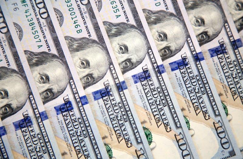 Nowi sto dolarowych rachunków z portretem Franklin fotografia stock